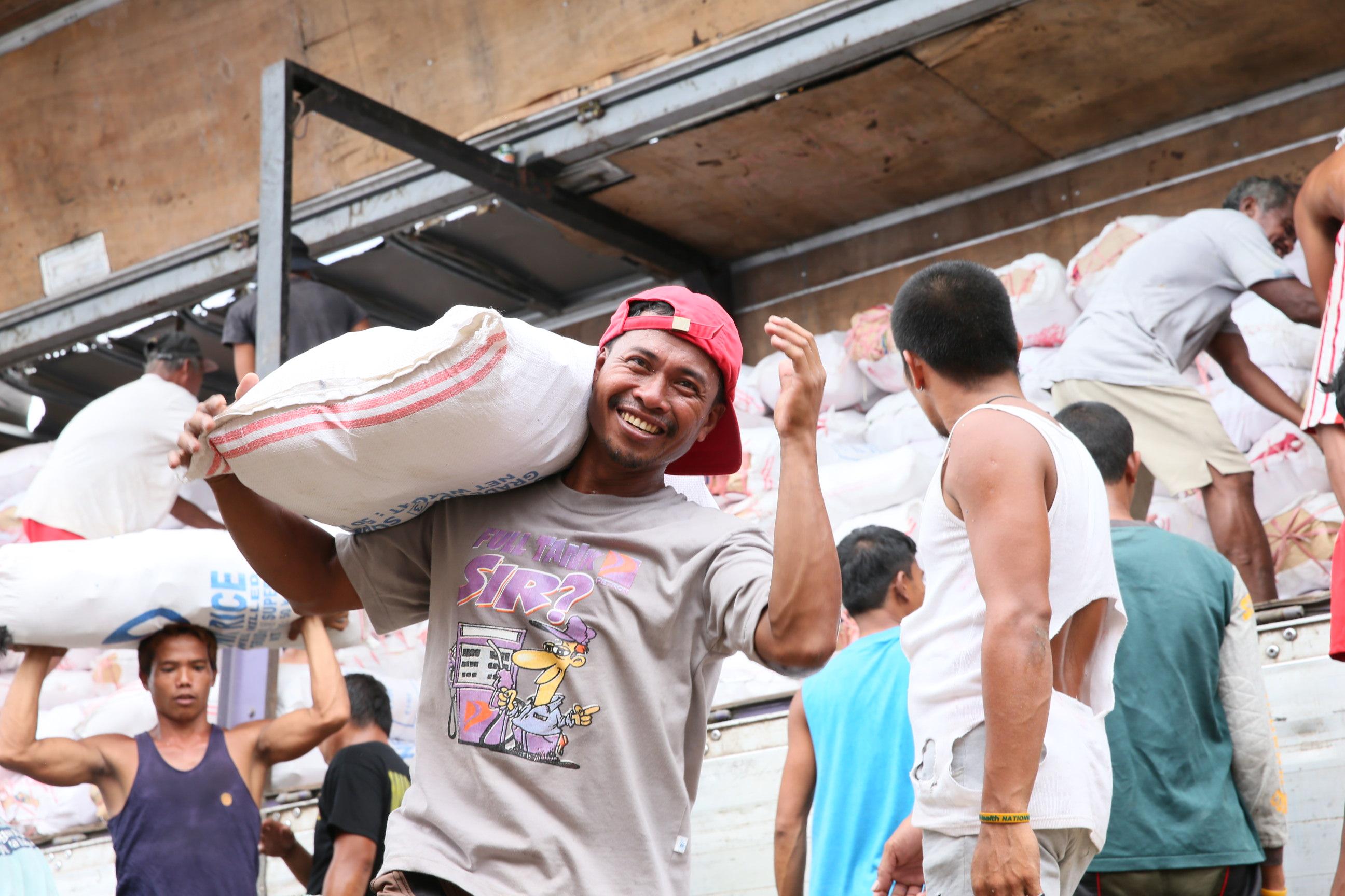 Photo 3_PHL-TFUK-13 food distribution