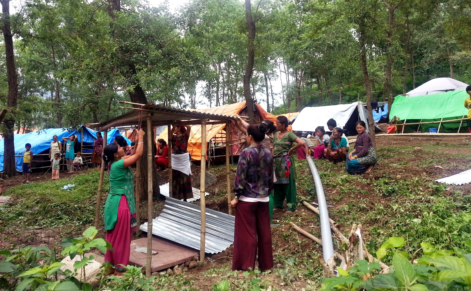 Our partner organisation SCN distributed zinc sheets for victims to use as overhead shelters.